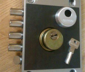 Pasos a seguir para cambiar la cerradura de una puerta blindada