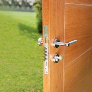 Tipos de cerraduras para puertas de madera