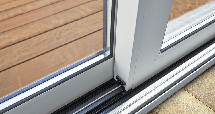 Beneficios del aislamiento térmico y acústico en puertas y ventanas